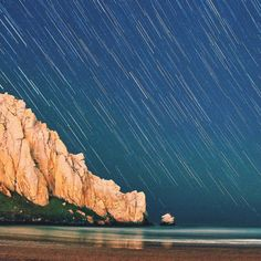 Hey guys @ashbrd here! Who loves to gaze at the night sky? I know I do!  This is a multiple exposure photo taken in Morro Bay CA. Hope everybody had a great weekend!  Check out my week here on @highway1discoveryroute and don't be afraid to check out my personal Instagram page at @ashbrd! #Highway1DiscoveryRoute #CoastalDiscovery #California #CentralCoast #Hwy1 #PCH #MorroBay #NightPhotography