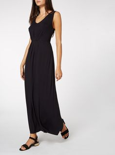 This black maxi dress is the perfect versatile piece to take on your summer holidays. Designed with a gathered front and a scoop neck, this piece will team well with tan sandals and a floppy hat. Black gather front maxi dress Gather front Scoop neck Sleeveless Model's height is 5'11