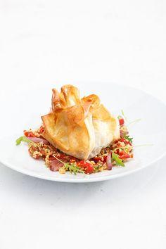 Rinderfilet im Filoteig mit Paprika-Couscous-Salat
