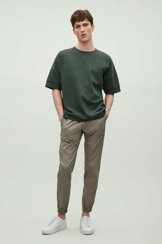COS image 1 of Relaxed drop-shoulder t-shirt in Forest Green Stylish Mens Outfits, Basic Outfits, Cool Outfits, Polo Shirt Outfits, Trouser Outfits, Cos Man, Green Polo Shirts, Green Shirt, Latest Clothes For Men