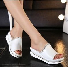 11.00$  Watch here - http://alijv4.shopchina.info/go.php?t=32658990347 - Summer 2017 new leather sandals and slippers women platform sandals shoes wedges platform shoes with comfort in Korea  #bestbuy