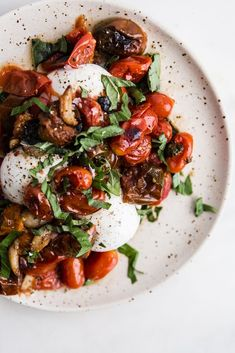 Braised Tomatoes with Burrata Nothing compares with the sweet flavor of vine ripened cherry tomatoes except vine ripened cherry tomatoes that are braised and served warm over creamy burrata. Appetizer Recipes, Salad Recipes, Dinner Recipes, Appetizers, Pork Recipes, Clean Eating, Healthy Eating, Healthy Cooking, Cooking Tips