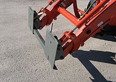 Worksaver products using the quick attach system. Compact Tractor Attachments, Skid Steer Attachments, Kubota Compact Tractor, Compact Tractors, Tractor Accessories, Small Tractors, Kubota Tractors, Tractor Implements, Homemade Tools