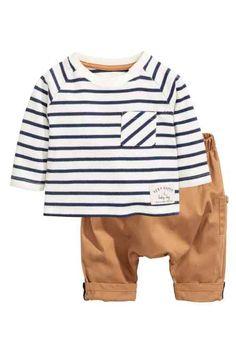 T-shirt et pantalon