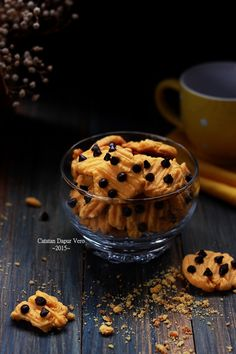 Catatan Dapur Vero: KUE KERING JERUK COKELAT KEPING Cookie Shots, Indonesian Cuisine, Yummy Cookies, Food Styling, Cookie Recipes, Sweet Tooth, Food Photography, Food And Drink, Snacks