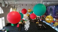 Giant Christmas Baubles. Custom made & rigged.  Balloons.net.au Big Balloons, Christmas Party Decorations, Christmas Baubles, Rigs, Globes, Noel, Large Balloons, Christmas Ornaments, Wedges