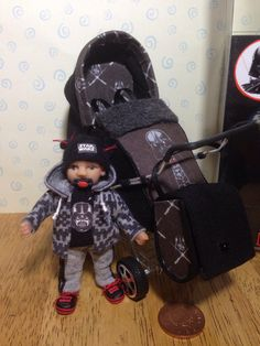 """/toddler garçon avec la main Star Wars darth vader a inspiré """"who is your daddy"""" arrière face à échelle 1/12ème de poussette/Landau"""