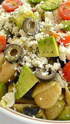 Delicious and simple Greek Avocado Pasta Salad. Delicious and simple Greek Avocado Pasta Salad. Vegetarian Recipes, Cooking Recipes, Healthy Recipes, Soup And Salad, Pasta Salad, I Love Food, Good Food, Do It Yourself Food, Clean Eating