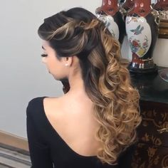 Beautiful bouncy curls – Ina V Quince Hairstyles, Loose Curls Hairstyles, Formal Hairstyles, Wedding Hairstyles, Updo Hairstyle, Hairstyle Ideas, Medium Hair Styles, Short Hair Styles, Pagent Hair