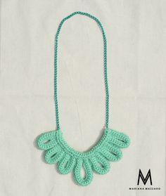 Colar de #crochet Emily. Cor: verde claro com corrente verde. #handmadeforyou  Código do produto: 566AF7