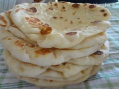 Jogurtové chlebové placky (fotorecept) - Naan 600 g múka hladká 1 PL… Slovak Recipes, Czech Recipes, Lebanese Recipes, Bread Recipes, Cooking Recipes, Low Carb Recipes, Savoury Baking, Yummy Food, Tasty