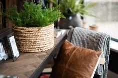 Neem een kijkje in onze winkel! Inspireren, Throw Pillows, Bed, Home, Toss Pillows, Cushions, Stream Bed, Ad Home, Decorative Pillows