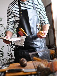 Kitchen Tool : コレクター心をくすぐる、キッチンツール/「トラボー・オン・クー」の「レザーエプロン」 #kitchentools