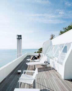 Richard Meier's Douglas House