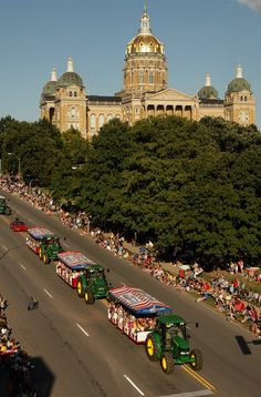 Iowa | Parade Launches Annual Iowa State Fair