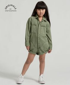 Shop the new Kids range by OneTeaspoon. Unisex kidswear in the cult distressed denim styles OneTeaspoon is famous for! Distressed and rock n roll shorts, jeans, apparel & more just for children. Denim Fashion, Kids Fashion, Jumpsuit For Kids, Fashion Catalogue, Rolled Hem, New Kids, Distressed Denim, Playsuit, Military Jacket