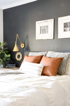 How to master the perfect pillow combinations: 10 no fail combinations and tips to easily mix and match throw pillows like a pro! Throw Pillows Bed, Bed Throws, Decorative Bed Pillows, Home Decor Bedroom, Bedroom Furniture, Master Bedroom, Furniture Design, Living Room Pictures, Perfect Pillow
