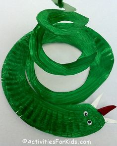 Easy and inexpensive to make, the classic paper plate snake craft for kids. Kids… - Easy Crafts for All Sunday School Crafts For Kids, Bible School Crafts, Bible Crafts For Kids, Easy Crafts For Kids, Kids Bible, Craft Kids, Adam And Eve Craft, Adam And Eve Bible, Turkey Crafts Preschool