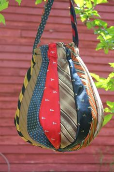 The Sassy Sewer: Necktie Hobo Bag- recycled- finished! The Sassy Sewer: Necktie Hobo Bag- recycled- finished! Sacs Tote Bags, Mk Bags, Hobo Bags, Ruffles Bag, Sac Michael Kors, Old Ties, Recycled Fashion, Recycled Clothing, Handmade Bags