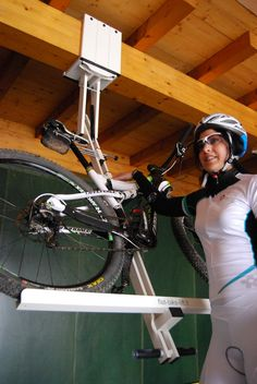 ingenious bike system 6 Flat bike lift Or How to Park Your Bicycle On The Ceiling [Video]