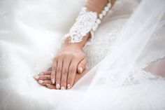 Spitze diese Hochzeitnägel! Hochzeitsnägel im Spitzendesign und mehr hübsche Ideen in unserem Bog!