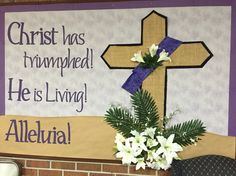 Religious Bulletin Boards, Easter Bulletin Boards, Office Bulletin Boards, Christian Bulletin Boards, Church Altar Decorations, Merry Christmas Message, Easter Religious, Christian Crafts, Church Banners