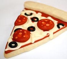 Pizza and cake best party ever Fancy Cookies, Iced Cookies, Cute Cookies, Cookies Et Biscuits, Cupcake Cookies, Sugar Cookies, Cookie Favors, Flower Cookies, Heart Cookies