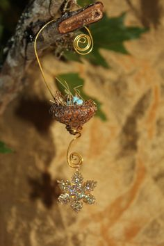 Fairies are so creative with acorn caps;Holiday style fairy garden miniature acorn bird's nest. $7.99, via Etsy.
