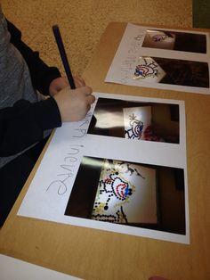 Fotos de los trabajos bajo las que los niños escriben lo que aprenden.