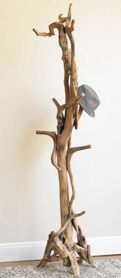 driftwood coat rack - now this is something that I could really use! How creative!