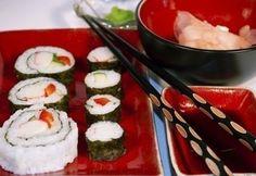 Sushi (maki, nagy maki és kifordított sushi) Sushi, Caprese Salad, Thing 1, Japanese, Ethnic Recipes, Food, Seaweed, Japanese Language, Meals