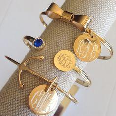 gold anchor bracelet with monogram charm