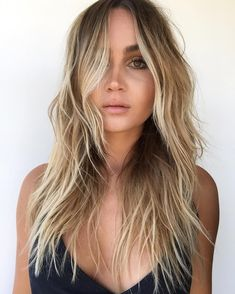 Are you looking for best hair colors to apply for long hair? Just see here, we have made a collection of fantastic long balayage colored hairstyles Long Hair With Bangs, Wavy Hair, Short Hair Cuts, Haircut Long Hair, Summer Hairstyles, Cool Hairstyles, Medium Hair Styles, Curly Hair Styles, Medium Layered Hair