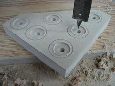 Make Your Own Knobs and Save / Fabriquez vos poignées et épargnez Drill Press, Make Your Own, How To Make, Woodworking Jigs, Wood Toys, Tool Storage, Power Strip, Apple Tv, Workshop