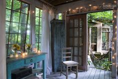 A suite of 3 connected treehouses in the secluded neighborhood of Buckhead in Atlanta provide a romantic retreat straight out of a fairytale.