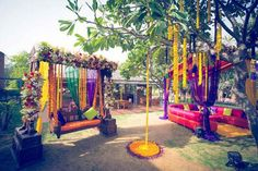 Chic Wedding in Delhi with Exquisite Decor! Big Indian Wedding, Indian Wedding Planning, Desi Wedding, Wedding Stage, Chic Wedding, Indian Weddings, Indian Wedding Decorations, Wedding Themes, Wedding Ideas