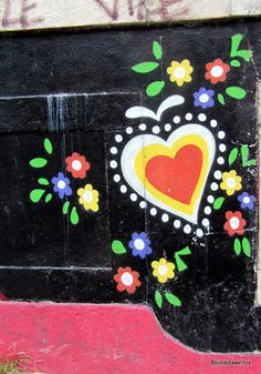 Traditional Portuguese heart and flowers motif #PortugalFlowerPower