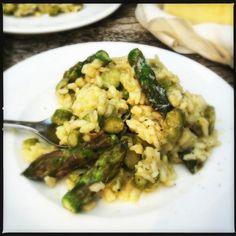Om ervoor te zorgen dat je geweldige risotto met groene asperges krijgt zijn twee dingen belangrijk om te weten. De risotto moet van goede kwaliteit zijn en