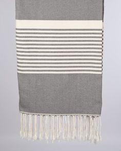 Dieses Hamamtuch Strandtuch ist in seiner klasse das größte Tuch, das Tuch wird in Tunesien aus Afrikanischer Baumwolle hergestellt, was für seine einzigartige Qualität bekannt ist. Verwendung findet diese Tuch als Tagesdecke,...