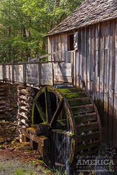 The Glade Creek Grist Mill, West Viginia, USA Beautiful Buildings, Beautiful Places, Old Grist Mill, Water Powers, Water Mill, Old Barns, Le Moulin, Old Buildings, Covered Bridges