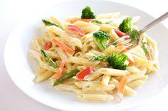 Pasta primavera, un plato que hace honor a su nombre gracias a la gran variedad de colores que lo conforman.