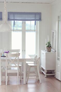 jordbærpiken - beautiful, bright, white kitchen/dining in Norway