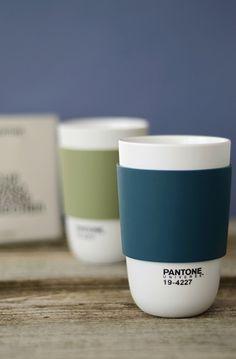 La Tasse Classic de Pantone pour un thé ou un café bien chaud. http://www.goodobject.me/tasses-mugs/1140-pantone-classic-cup.html