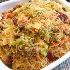 Pancit Bihon or Stir Fry Rice Noodles is a famous Filipino rice noodle dish that is made with rice noodles (bihon). your choice of meat and vegetables. This pancit bihon recipe I used pork and adde… Filipino Noodles, Filipino Pancit, Lumpia Recipe Filipino, Asian Noodles, Pancit Bihon Recipe, Phillipino Food, Fried Rice Noodles, Pancit Noodles, Ramen Noodles
