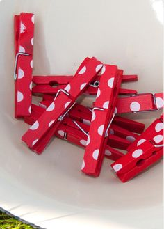 polka dot clothes pins - love!