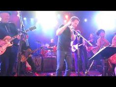 Ewan McGregor sings Heroes in tribute to David Bowie at Roxy Theater in Los Angeles 2/8/16 - YouTube