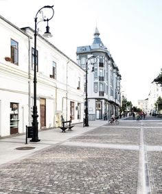 Let's rock'n'stroll!  #vscoism #mashpics #craiova #ig_romania #romania #vsco #vscogood #whitesky #whiteness #whiteaddict #whitening #vscocam #vscogrid #urban #architecture #stroll #street by cvladulescu