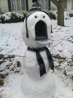 Clever and creative! Love the snowman mailbox (above) and  Snoopy on his dog  house! - Snow-mailbox-snowman | 10 Amazing Man-Made Snow Sculptures