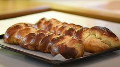 Το απόλυτο τσουρέκι από τον Δημήτρη Μακρυνιώτη | Γόβα Στιλέτο Sausage, Bread, Food, Sausages, Brot, Essen, Baking, Meals, Breads