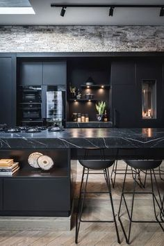Metamorfose Loft Penthouse in Amsterdam, ontwerp en realisatie door de architecten en stylisten van Kabaz. #architectenbureau #kabaz #interieurarchitect #woninginspiratie #architectuur #interieur #interieurdesigner #bertrambeerbaum #keuken #openkeuken #keukenideeenmodern #keukenideeen #keukeneiland